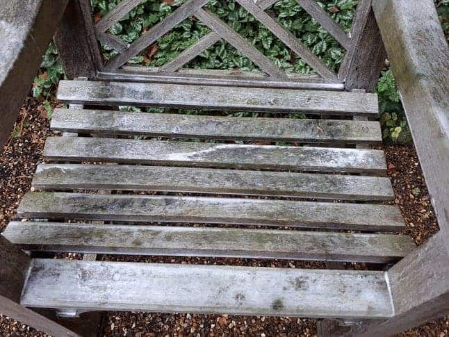 best way to clean garden table and chairs